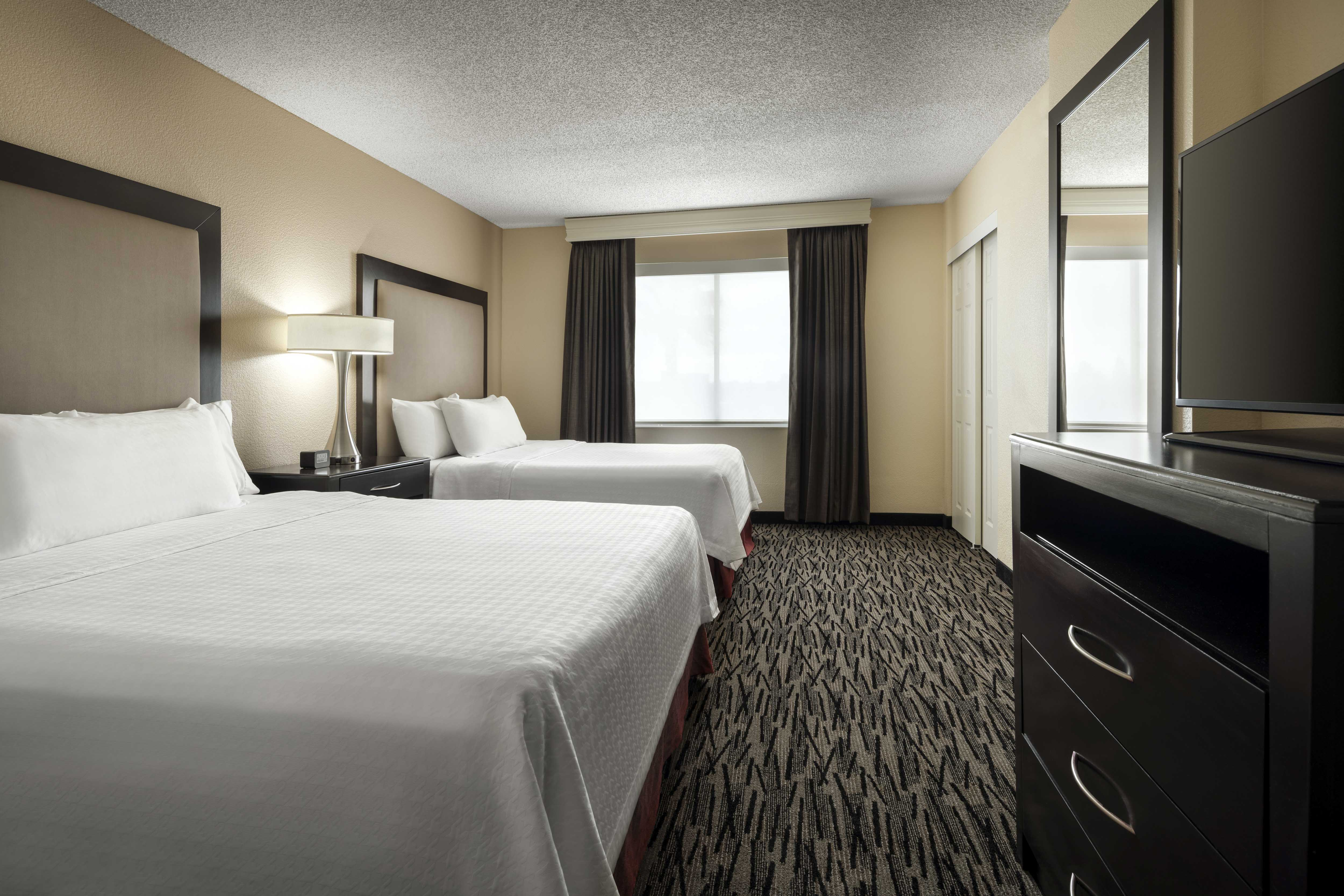 Homewood Suites By Hilton Anaheim Main Gate Area Disneyland Hotels Anaheim Hotels 2 Queen Beds 1 Bedroom Suite