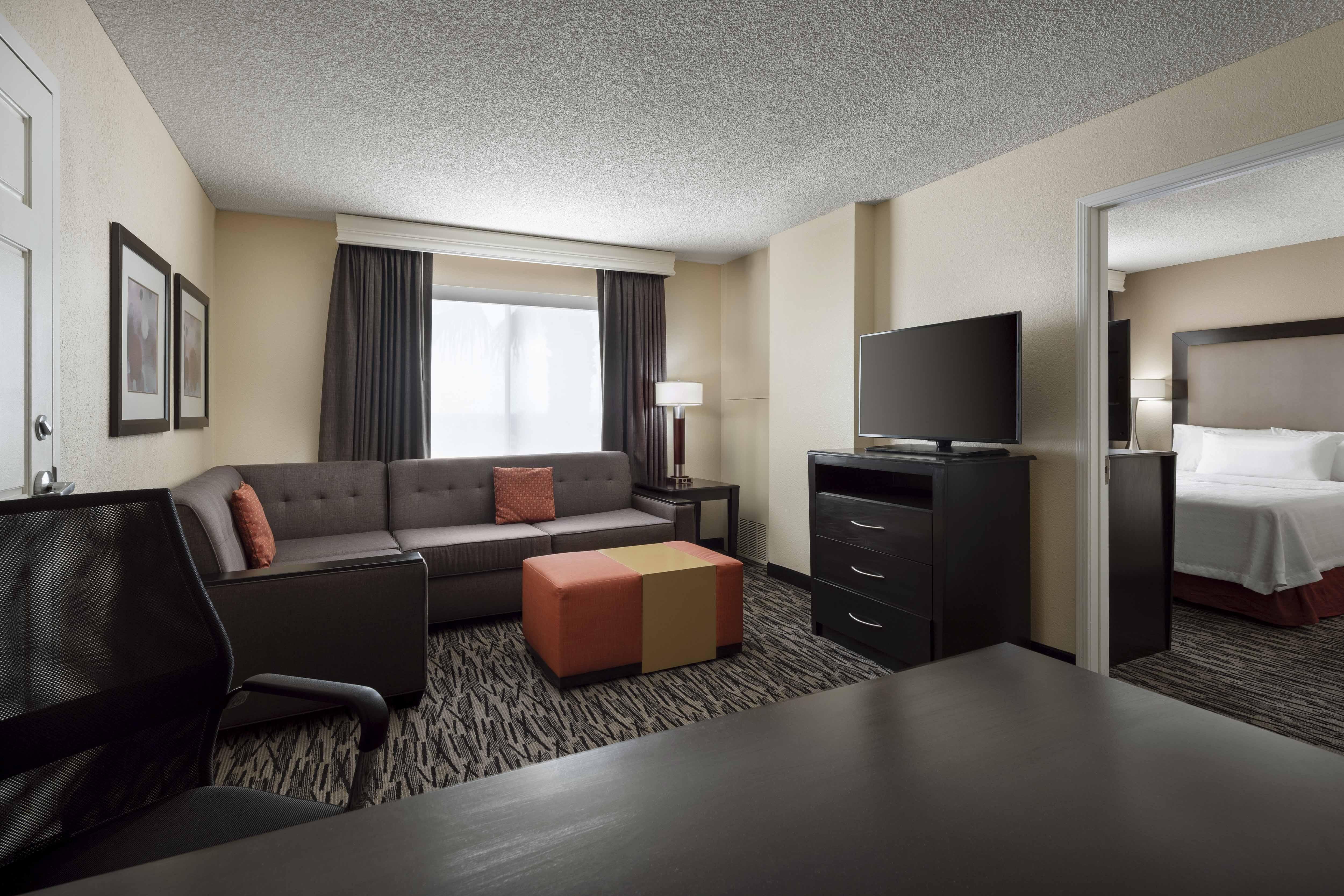 Homewood Suites by Hilton ™ Anaheim - Main Gate Area