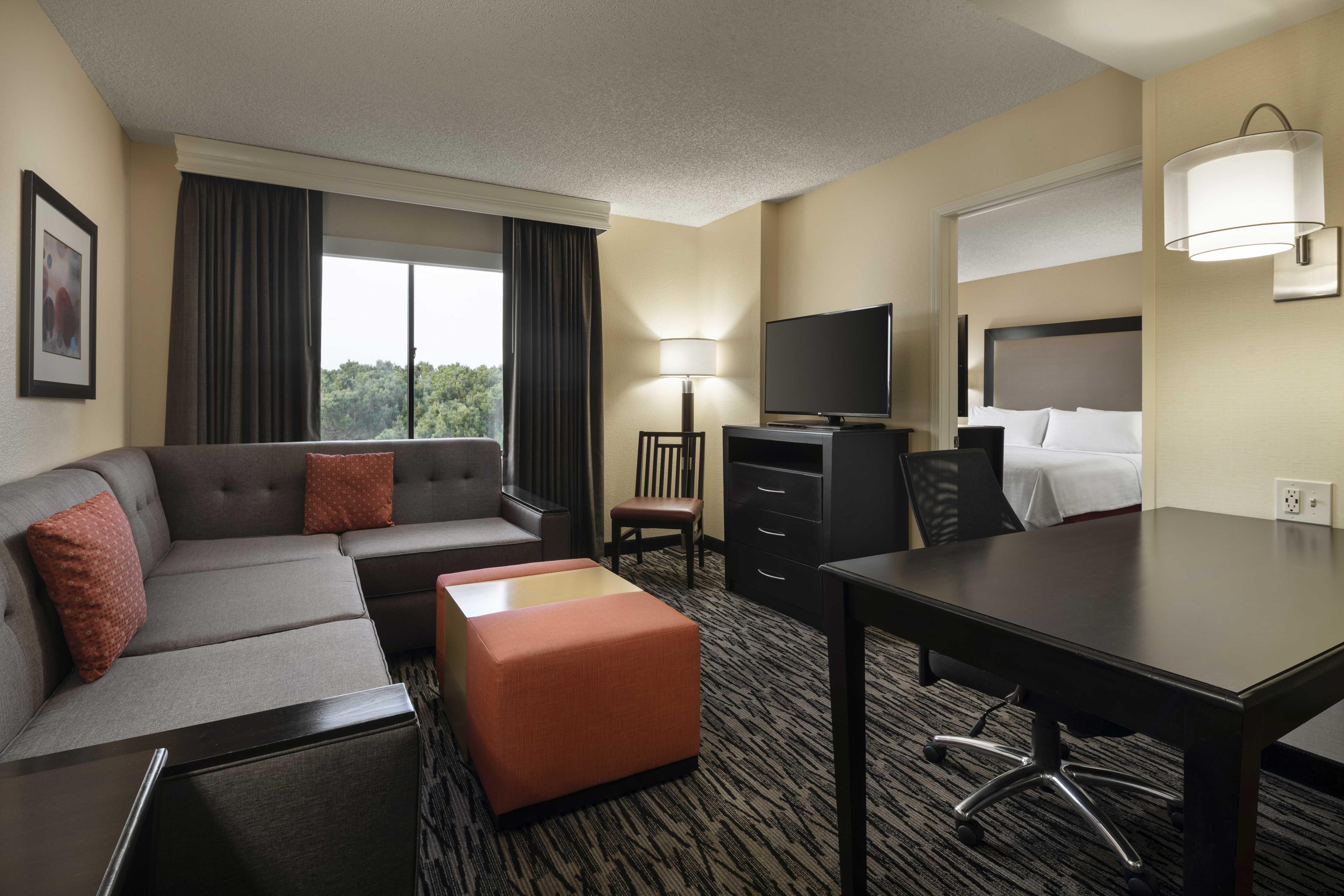 Homewood Suites By Hilton Anaheim Main Gate Area Disneyland Hotels Anaheim Hotels 1 King Bed 1 Bedroom Suite